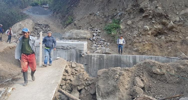 SEGUIMOS AVANZANDO EN LA CONSTRUCCIÓN DEL PUENTE QUE BENEFICIARA A VARIAS COMUNIDADES DE LA PARROQUIA.